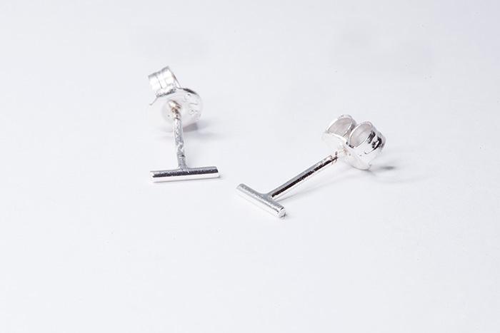 Pendientes singular de hilo recto de 5mm de largo